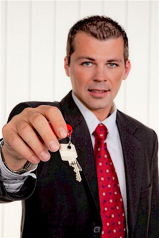 Seri se immobilienmakler leisten viel mein bau for Immobilienmakler gesucht
