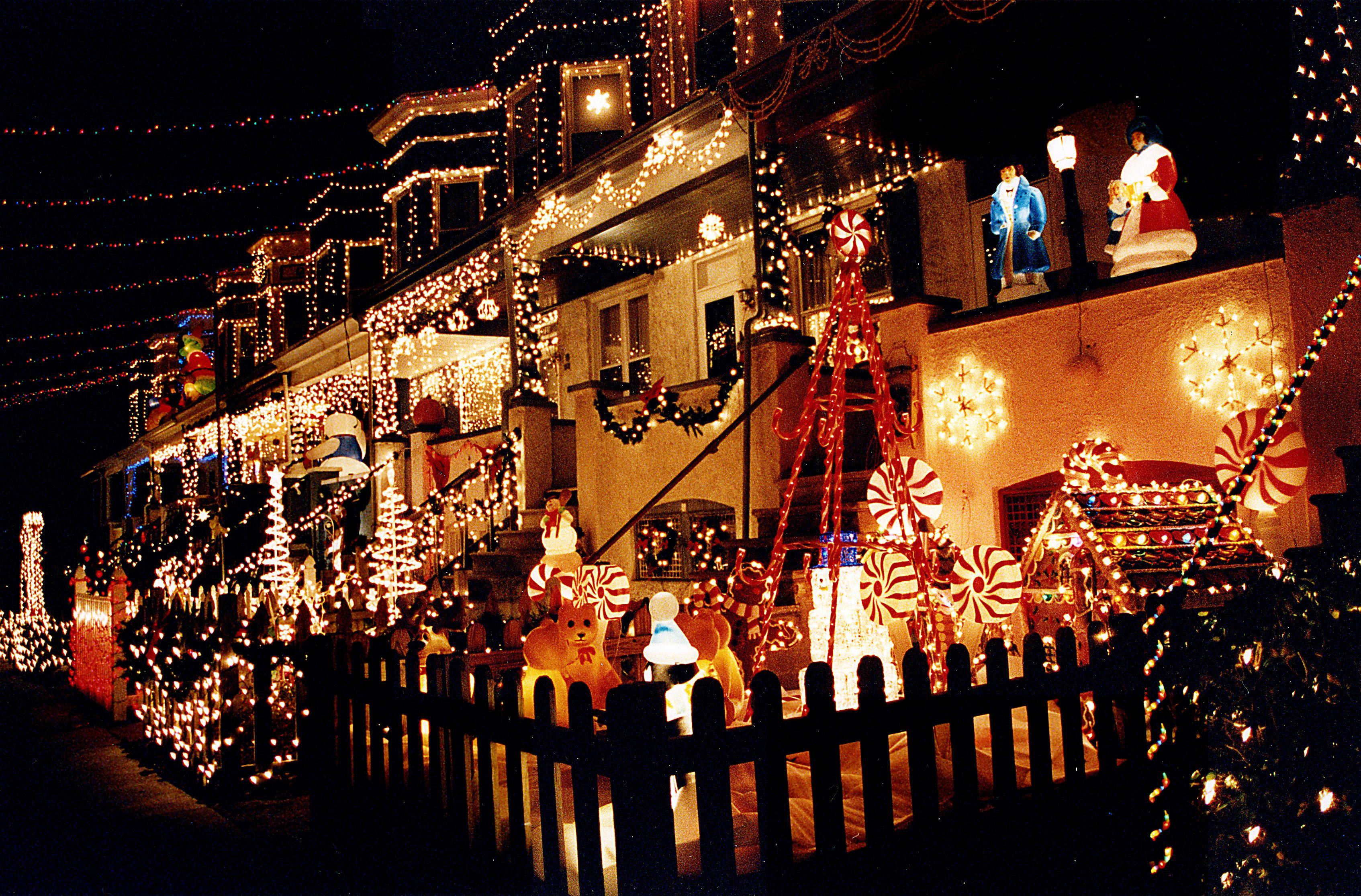 Exzessive Weihnachtsbeleuchtung erhöht die Stromkosten
