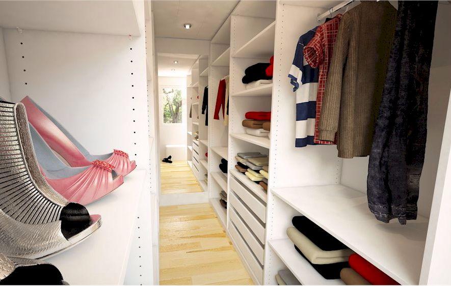 Ein begehbarer Kleiderschrank sorgt für Platz und Ordnung (Foto: www.meine-moebelmanufaktur.de)