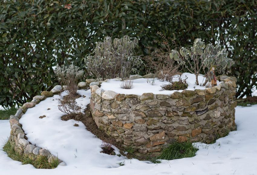 Kräuterschnecken bzw. Kräuterspiralen finden in jedem Garten Platz