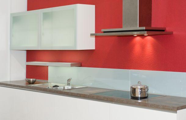 Erstellen Sie ein Beleuchtungskonzept für Ihre Küche - sowohl beim Neubau als auch beim Umbau.