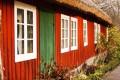 Holzhaus mit Holzfarbe streichen