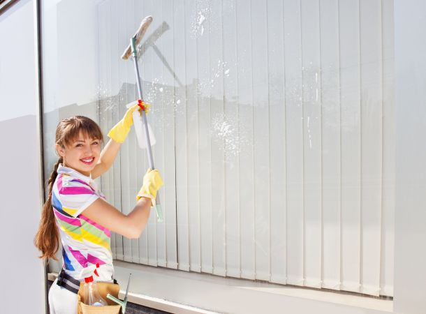 Glas und Rahmen sollten materialgerecht gereinigt werden (Bildquelle: meddj / clipdealer.de)