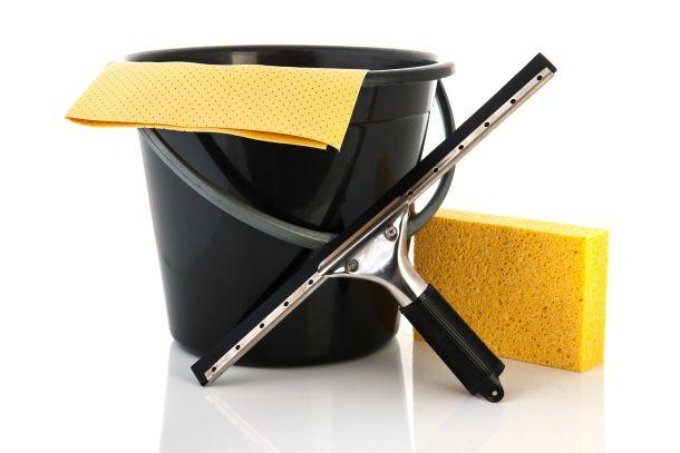 Verwenden Sie weiche Schwämme, keine rauen, scheuernden. (Bildquelle:  ivonnewierink / clipdealer.de)