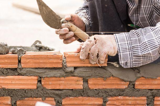 Basis Ihrer Terrasse, Garage oder Ihres Gartenhauses ist ein Schnurgerüst. (Fotoquelle: stoonn / clipdealer.de)