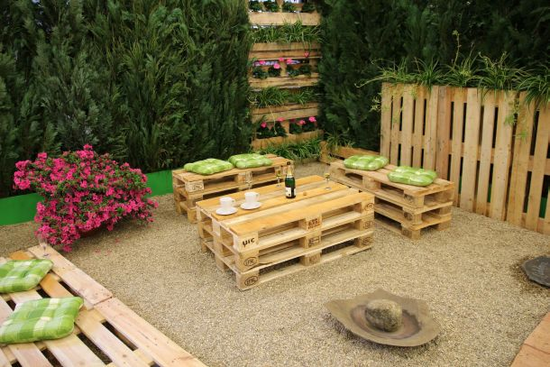 Beim Bau von Möbeln mit Paletten sind kaum Grenzen gesetzt. (Fotoquelle: hopre / clipdealer.de)
