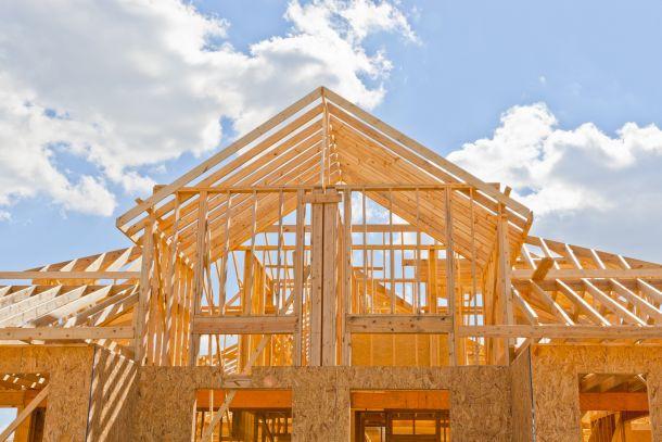 Die Nutzung von Holz als Baustoff soll weiter ausgebaut werden. (Fotoquelle: volgariver / clipdealer.de)