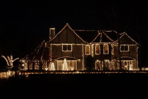 Auch bei einer opulenten Weihnachtsbeleuchtung sollten Sie weder Ihren Geldbeutel noch die Umwelt vergessen. (Fotoquelle: disorderly / clipdealer.de)