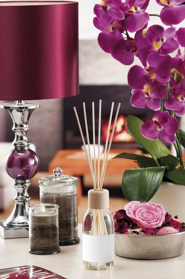 Duftkerzen und Ätherische Öle gibt es mit verschiedenen Gerüchen. Was passt zu Ihnen? (Bildquelle: paoloairenti / clipdealer.de)