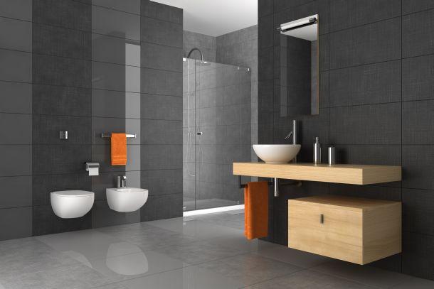 In begehbaren Duschen kann man sich frei bewegen. (Fotoquelle: anhoog / clipdealer.de)