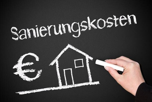 Eine Dachsanierung kann ganz schön ins Geld gehen (Bildquelle: convisum, clipdealer.de)
