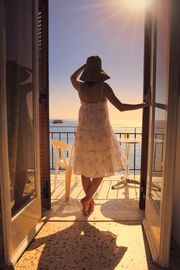 Zur idealen Beschattung eines Balkons braucht man die passende Markise. (Bildquelle: ivanbastien / clipdealer.de)