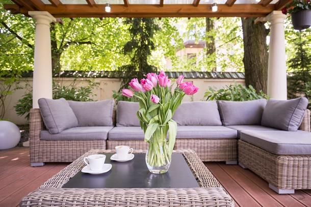 Sicherheit, Sauberkeit, Sonnenschutz und Ästhetik Ihrer Terrasse und Ihres Balkons sollte gewährleistet sein. (Bildquelle: bialasiewicz, clipdealer.de)