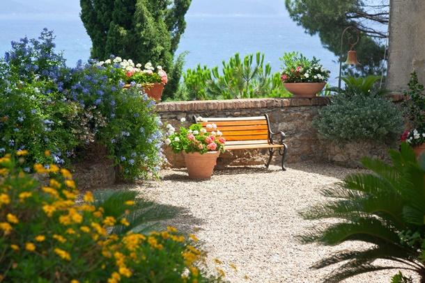 Italienische Gärten gibt es in vielen Variationen. (Bildquelle: topdeq, clipdealer.de)