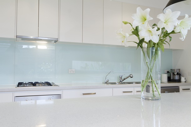 Auf langfristige Sicht brauchen Lilien auch im Haus genügend Licht, Wasser und Düngemittel. (Bildquelle: jodiejohnson, clipdealer.de)