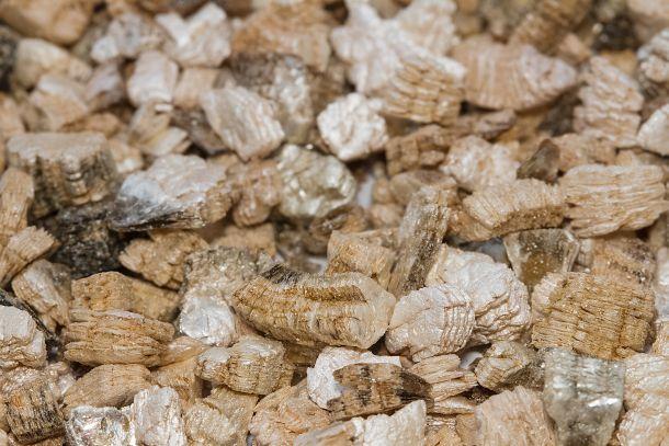 Perlite wird aus Vulkangestein hergestellt. (Fotoquelle: plepraisaeng / clipdealer.de)