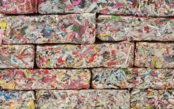 •Zellulose wird aus Altpapier hergestellt, das mit Borax oder Borsalz vermischt wird. (Fotoquelle: Suljo / clipdealer.de)