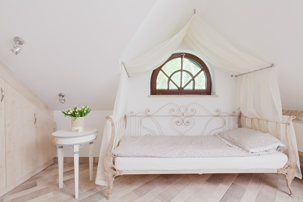 Romantisch, modern oder glamourös? Für jeden Geschmack findet sich das passende Himmelbett. (Bildquelle: bialasiewicz, clipdealer.de)
