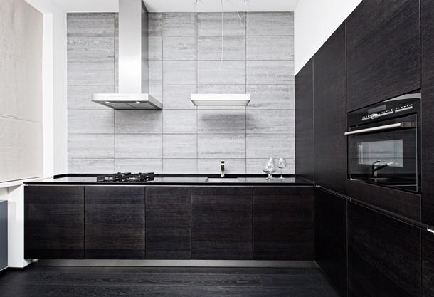 Moderne Küchenliebhaber kommen mit dem dunklen Unterschrank auch auf ihre Kosten! (Bildquelle: hamsterman, clipdealer.de)