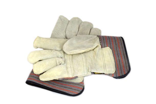Arbeitshandschuhe schützen die Hände vor Verletzungen. (Fotoquelle: uulgaa / clipdealer.de)