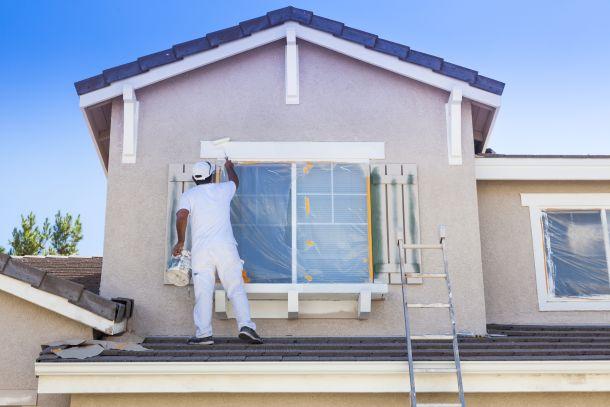 Das Anbringen eines Wärmedämmverbundsystems, allenfalls in Kombination mit dem Einbau von neuen Fenstern, lohnt sich im Hinblick auf die Heizkosten schnell. (Fotoquelle:  feverpitched / clipdealer.de)