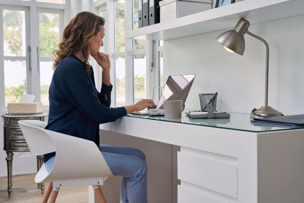 Beachten Sie ein paar wesentliche Dinge, um den Büroalltag gesund und mit Spaß bewältigen zu können. (Fotoquelle: warrengoldswain / clipdealer.de)