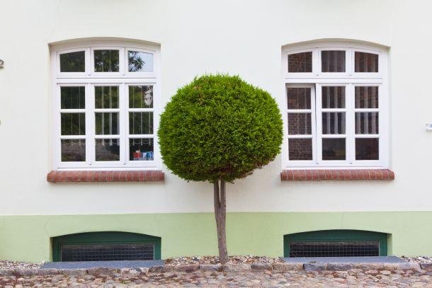 Laut Statistiken sind 80 Prozent der erfolgreichen Einbrüche über Kellerfenster erfolgt. (Fotoquelle: moondog / clipdealer.de)