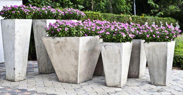 Eckige, geradlinige Formen wirken modern und passen deshalb genau zu diesem Gartenstil. (Fotoquelle: champiofoto / clipdealer.de)