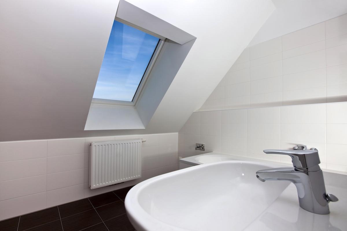 Dachfenster im Badezimmer