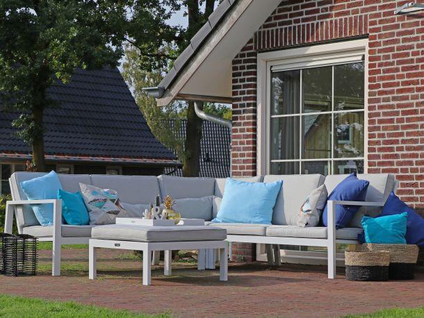 Ein Lounge-Set verleiht dem garten eine luxuriöse Ausstrahlung. (Fotoquelle: www.keessmit.de)