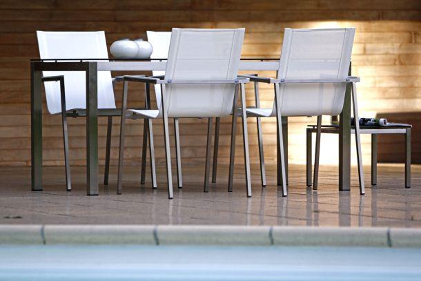 Moderne Gartenmöbel haben eine gerade Linienführung. (Fotoquelle: www.keessmit.de)