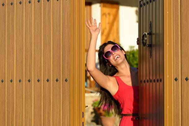 Sprechen Sie mit Ihren Nachbarn, bevor Sie eine Mauer errichten oder einen Zaun bauen. (Fotoquelle: magiceyes / clipdealer.de)