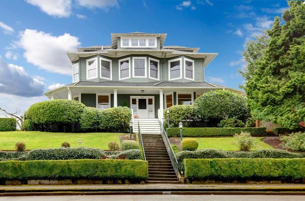 Bei einem amerikanischen Haus erfolgt die Belichtung des Dachgeschosses mit Giebeln und Gauben. (Fotoquelle:  iriana88w / clipdealer.de)