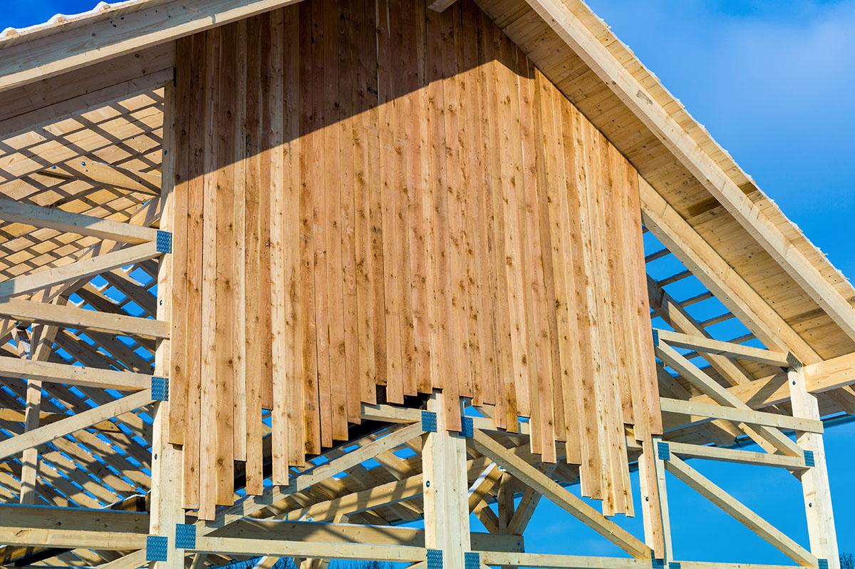 Wegen dieser Gestaltungsfreiheit werden viele Fertighäuser in Holzrahmenbauweise errichtet.