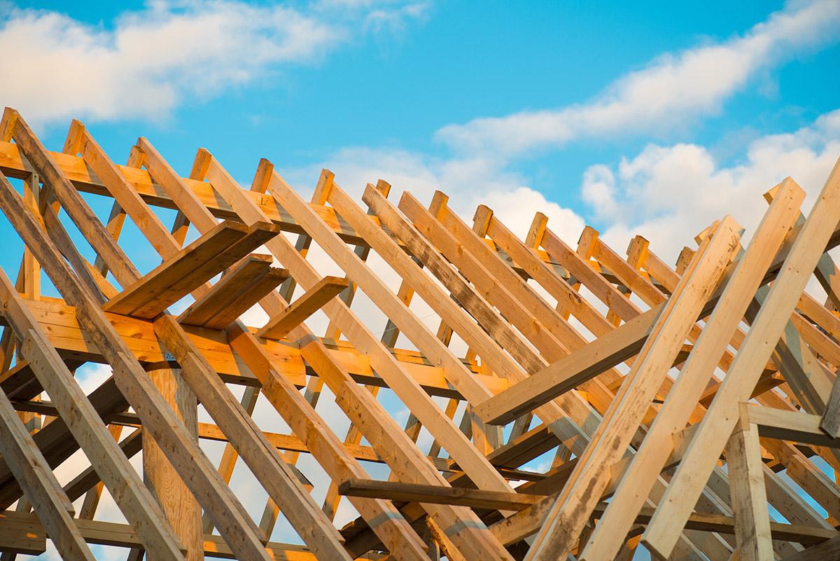 Beim Holzrahmenbau ist der Naturstoff Holz das wichtigste Baumaterial.