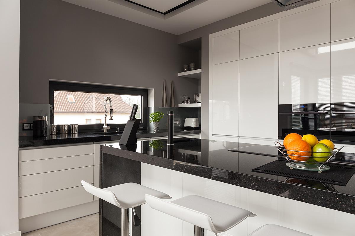 Arbeitsplatten müssen viel aushalten können und werten auch die Küche auf.