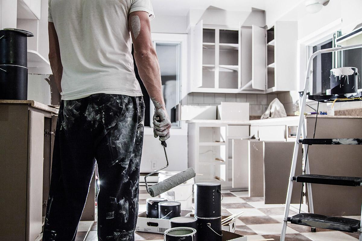 Alle zehn Jahre steht an, die Räume zu tapezieren oder neu zu streichen.