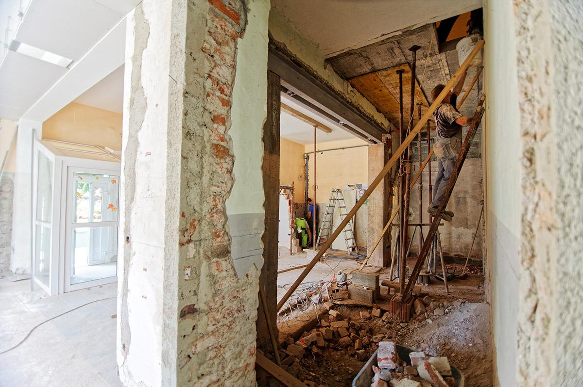 Bei der Altbausanierung wird das Haus vollständig entkernt.