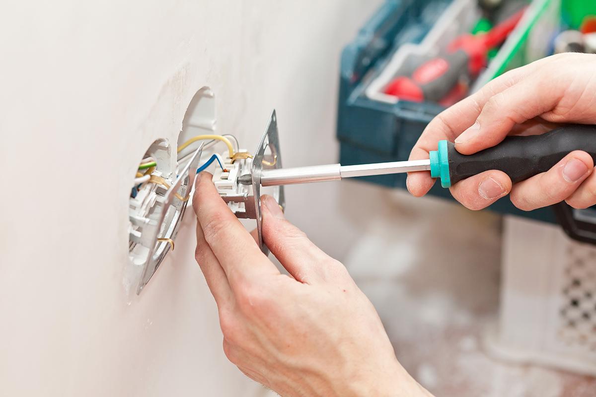 Es ist leicht für Heimwerker eine Elektroleitung zu verlegen, geht man es geplant an.