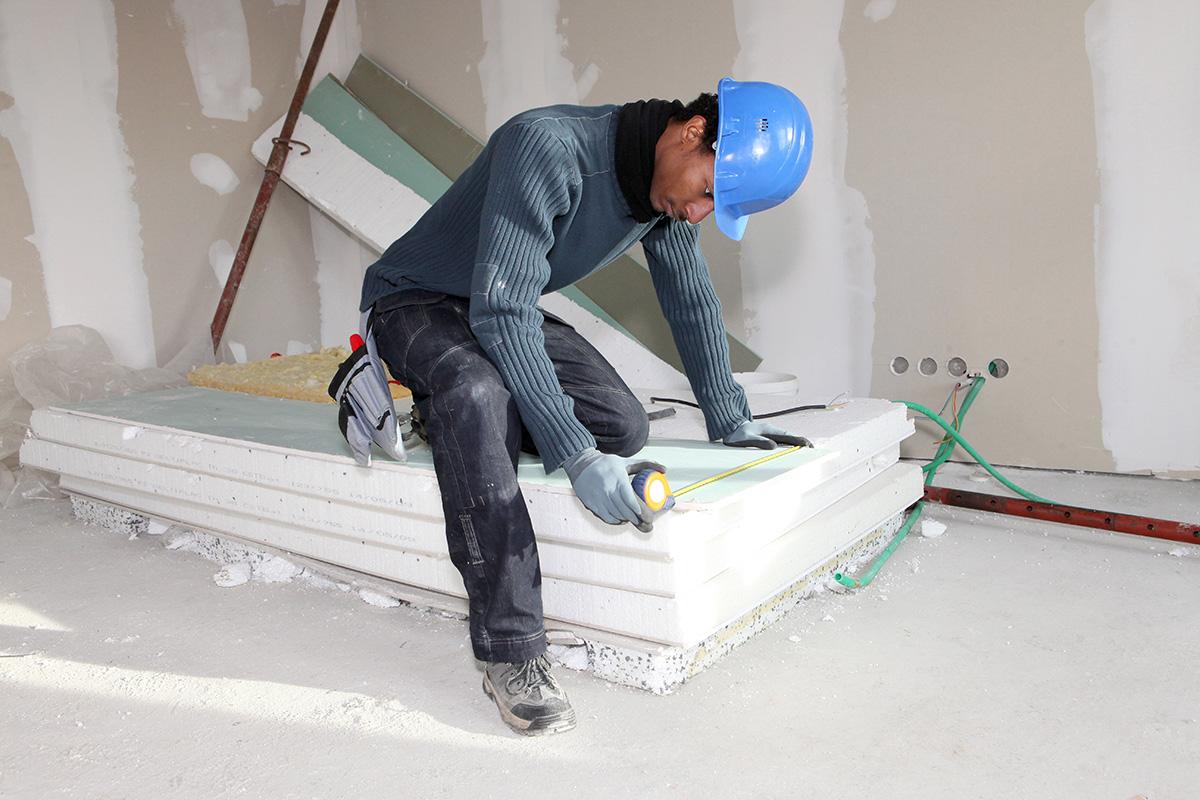 Das nötige Material wird vor der Errichtung des Ständerwerks bereitgelegt. (Bild: /clipdealer.de)