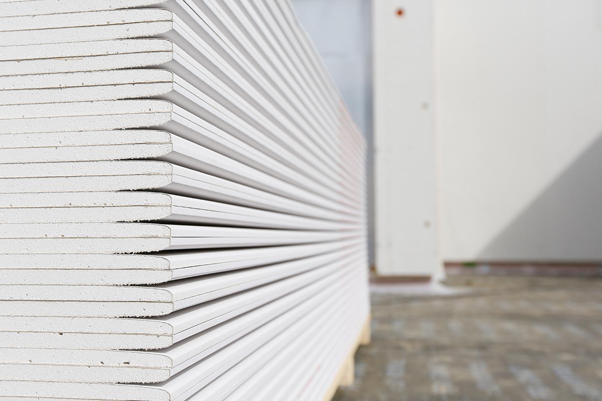 Mit einer guten Anleitung, ist das Verlegen von Rigipsplatten für Heimwerker leicht.