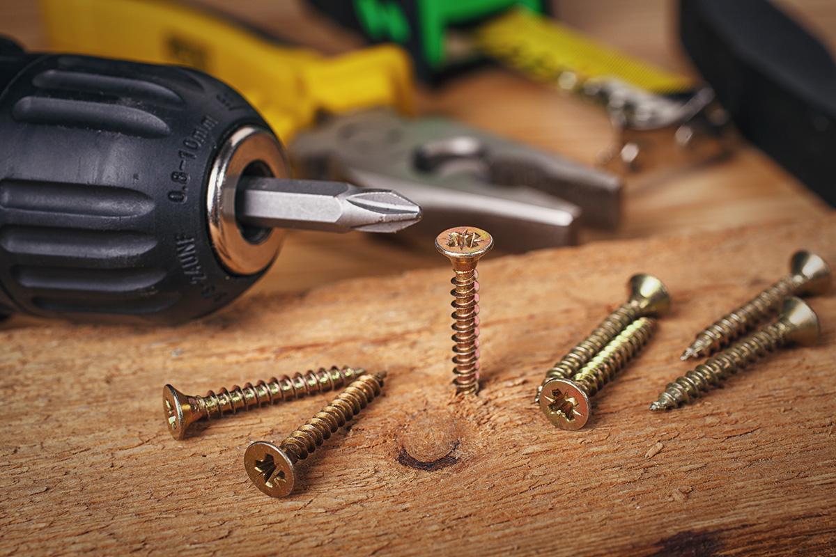Wird die Schraube vereist, schrumpft das Metall anders als der Rost.