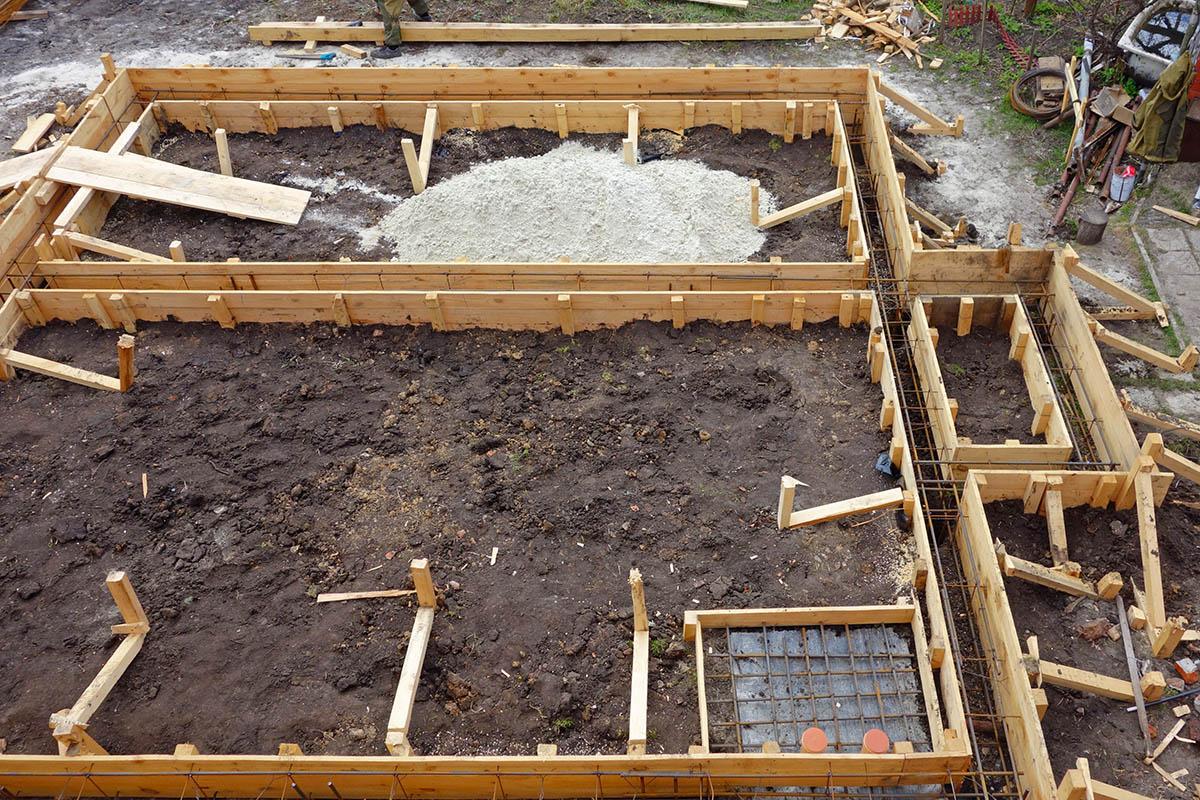 Streifenfundamente können von Handwerker in sieben Schritten erstellt werden.