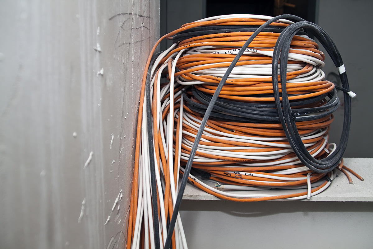 In den Elektroinstallationen werden nicht nur dreiadrige Kabel verlegt.