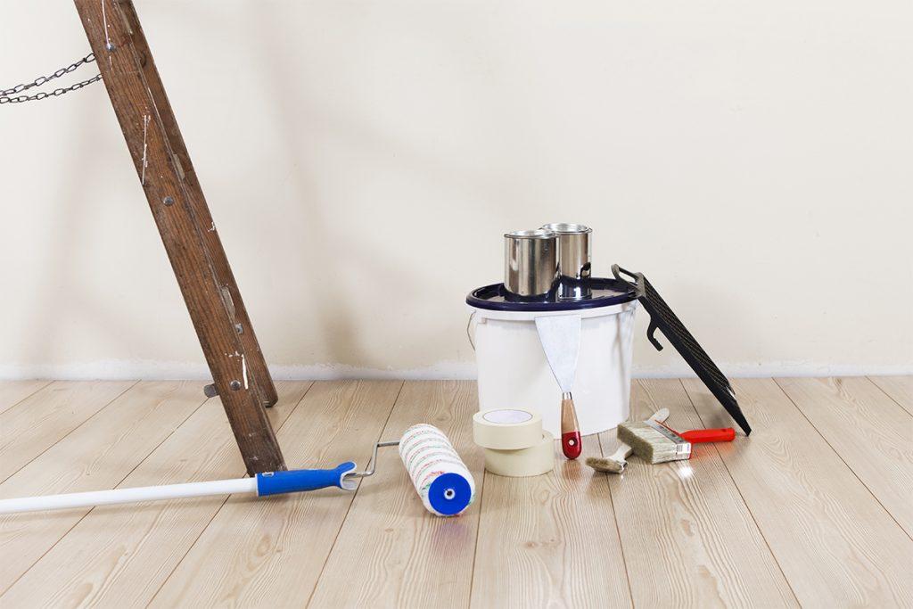 Bevor man mit der Arbeit beginnt, wird das benötigte Material und Werkzeug besorgt.