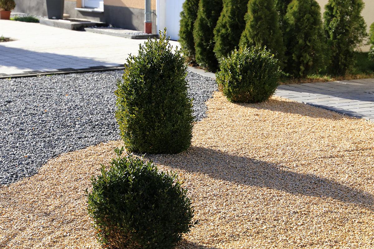 Die Gartengestaltung mit Kies ist pflegeleicht und darüber hinaus kostengünstig.