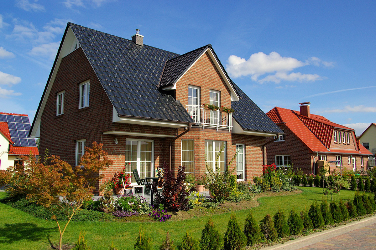 Das Einfamilienhaus ist der Traum für fast jede Familie und bringt einige Vorteile mit sich.