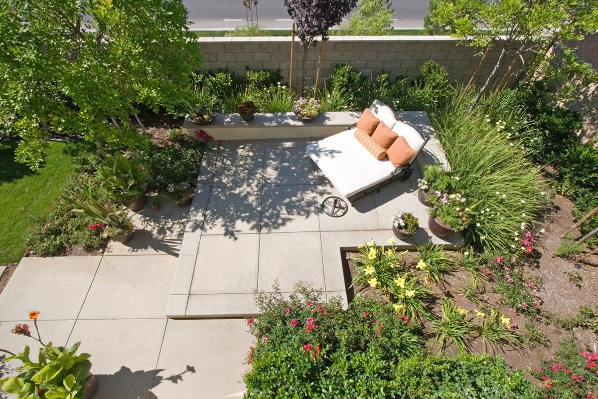 Die wetterfesten Betonplatten werden mit einer Imprägnierung schmutzabweisend.