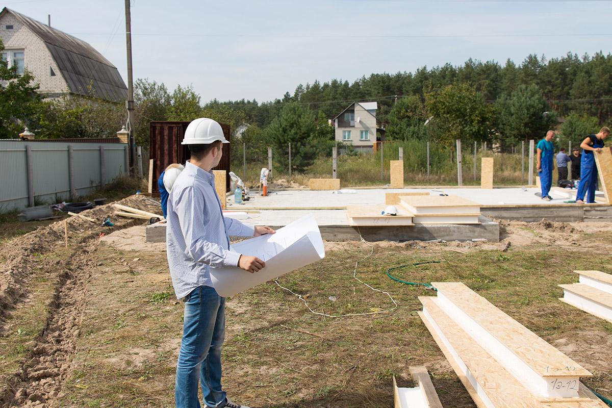 Der Bau kann direkt beginnen, wenn das Grundstück bereits erschlossen ist.