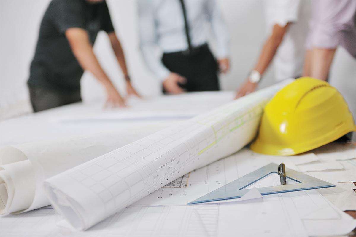 Der Sachverständige fängt schon vor Beginn der eigentlichen Bauarbeiten mit seiner Arbeit an.